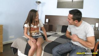 Mischievous teenager Amanda is amazing and reaches a massive large o