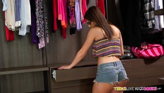 Enticing chick Leah Gotti with naughty ideas on her mind is getting fucked while standing